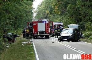 Wypadek z udziałem trzech pojazdów. Kilka osób w szpitalu, jedna ofiara śmiertelna